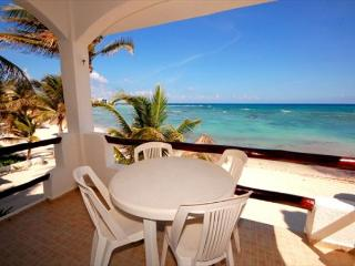 BEACHFRONT CONDO! Perfect Location! Great Snorkleing! Everything you Need!, Akumal