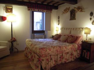 GREAT PROMO UFFIZIFLAT*GALLERY across STREET ! - Florence vacation rentals