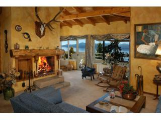 Penthouse with Open Fire (A4) Balcony & Lake View!, San Carlos de Bariloche