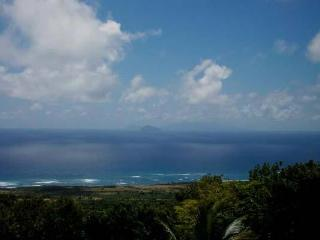 Enjoy the view of Antigua and the ocean from this volcanic rock villa. KL FRY, San Cristóbal y Nieves