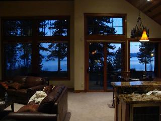 Luxury Lake VIEW Steps 2 Tahoe Beachfront Lakefront Wifi, South Lake Tahoe