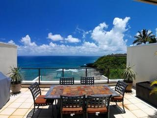 Puu Poa 413-Premier 2 bedroom/2 bath penthouse with gorgeous ocean views- heated pool, Princeville