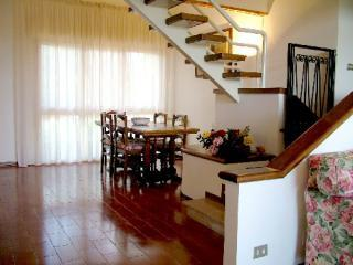 Comfortable 4 Bedroom Apartment in Chaintishire, San Donato in Poggio