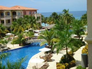INFINITY BAY VILLA - Awarded *TOP VACATION RENTAL*, West Bay