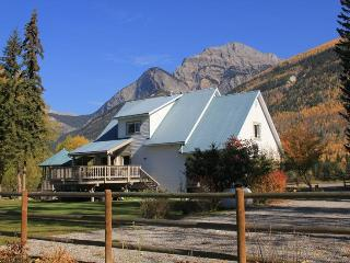 Bear Paw Lodge - Golden BC - Golden vacation rentals
