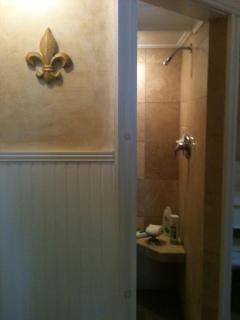 Entrance to the travertine tiled shower