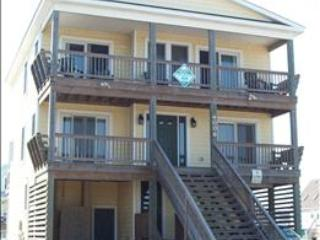 WPM %35128 is located just across the street from the beach with no house in front of it in Kitty Hawk