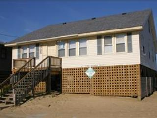 WPM %35016 is located right on the beach in Kitty Hawk!