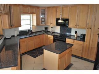 Large Open Granite Kitchen (Fully Equipped)