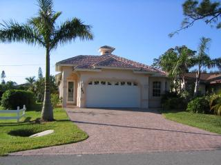Pool Home in Naples Park, Close to the Beach, Napels
