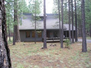 Hot Tub, Wi-Fi, $175 Near Glaze Meadow Rec Center, Black Butte Ranch