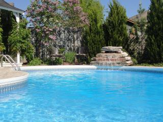 Luxury Home with Private Pool close to All !, Niagara-on-the-Lake