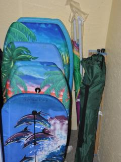 Loads of guest amenities, ice chest, boogie boards, beach chairs and more