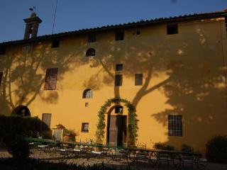 Villa Corsano Pet Friendly Tuscan Vacation Rental, Ville di Corsano