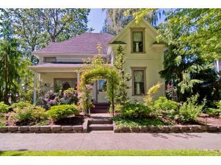 Clara\'s Cottage:  A 1901 Victorian Home