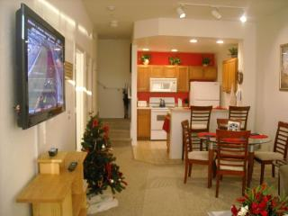 Deluxe Waterfront, 4 HDTV's,WiFi, Resort Amenities, Kissimmee