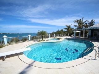 W33. Modern poolside studio with water views - Southampton vacation rentals