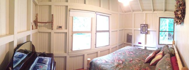Front left bedroom with king size bed and great views of the lake
