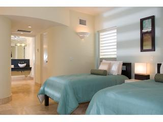 1 of 2 twin bed bedrooms, convertible to king, flate screen, bath ensuite