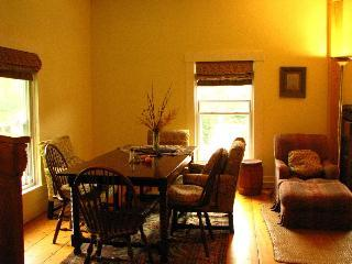 Charming Affordable  Home for groups up to 14, Shelburne Falls