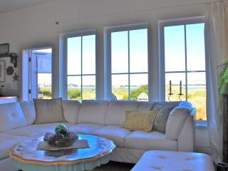 Chic Beachfront 'Dream' Cottage!, Lincoln City