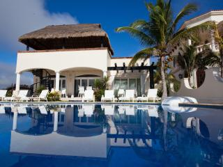 SPECIAL!!!! Luxury Beachfront 5 Bedroom Villa, Playa Paraiso