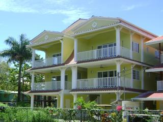 Jardines Vista del Mar One Bed Room Condo, Swimming Pool, near Beach. - Bocas Town vacation rentals