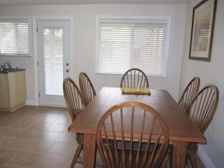 Upscale Furnished 2 Bedroom Plus Den, Richmond
