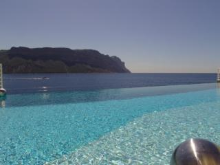 Sea Front, Luxury 3 Bedroom Villa with a Pool in Cassis