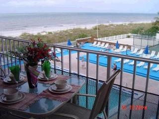 YOUR 3 BR's BEACH-FRONT HOME AWAY FROM HOME, Indian Rocks Beach