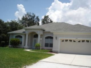 Lemon 3 - walk to beach with extra large pool, Englewood
