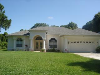Manasota 11 - spacious, huge pool, walk to beach, Englewood