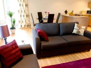 Barony Bell 1 bed Stylish Apartment, Glasgow