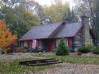 Charming Cabin - Private Beach/Harbor Shores Golf, Benton Harbor