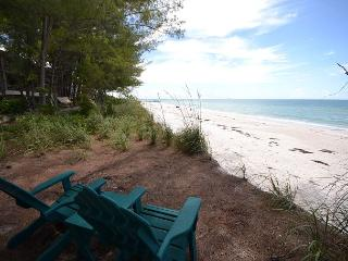 Gulf Front Beach House in popular Sunset Beach!  Pet Friendly! Sleeps 7, Treasure Island