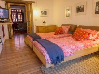 LUXURY SUITE IN COLONIAL QUITO FOR SPECIAL GUESTS/TOURS OFFERED, Quito