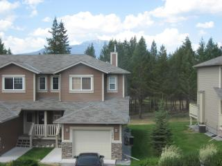 Large Eagle Crest Townhome located on 'The Springs 'Golf Course, Radium Hot Springs