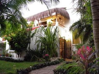 Authentic Mexican Private Garden House..5th AVE !!, Playa del Carmen