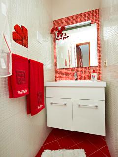 1/2 bathroom included in the master bedroom