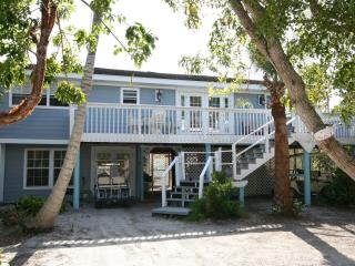 Huge 2 bedroom+Den Sleeps7 poolclub stps to Beach, Captiva Island