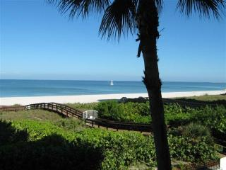 Somerset #213 Beautiful beachfront Remodeled 2/2, Marco Island
