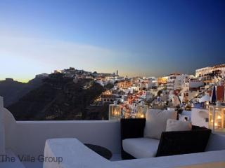 Gorgeous House with 3 Bedroom, 1 Bathroom in Fira (Fira 3 BR & 1 BA House (Villa 30035)) - Fira vacation rentals