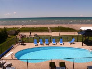 BAYFRONT BEACH WITH HEATED POOL, Wasaga Beach