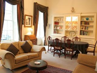 The Gallery - Stunning Grade1 apartment in Bath - Bath vacation rentals