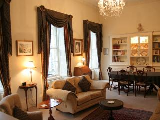 Elegant & spacious drawing room