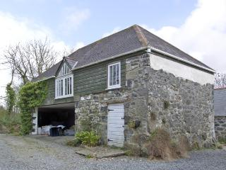 THE LOFT, romantic, country holiday cottage, with a garden in St Keverne, Ref 3998