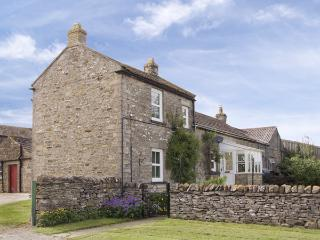 HARMBY MOOR FARM COTTAGE, pet friendly, country holiday cottage, with a garden in Leyburn, Ref 4096
