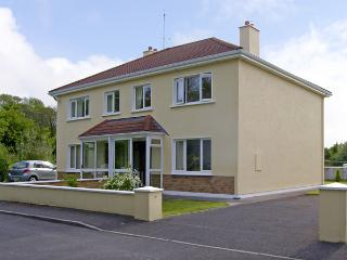 TI MHAIRIN, pet friendly, with a garden in Oughterard, County Galway, Ref 4047 - Oughterard vacation rentals