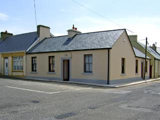 KILKEE COTTAGE, family friendly, with a garden in Kilkee, County Clare, Ref 4053