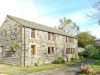 STABLES COTTAGE, family friendly, character holiday cottage, with a garden in Hebden Bridge, Ref 3964